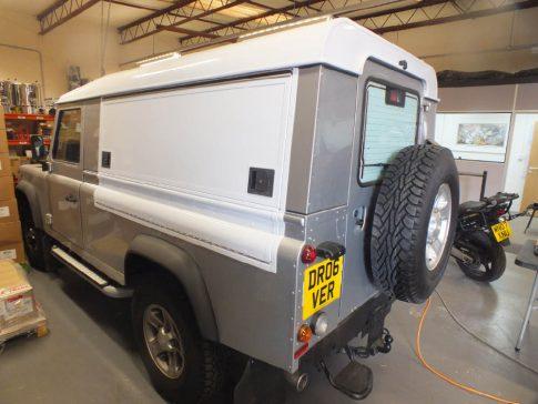 coffee-van-conversion-land-rover-defender-closed-hatch